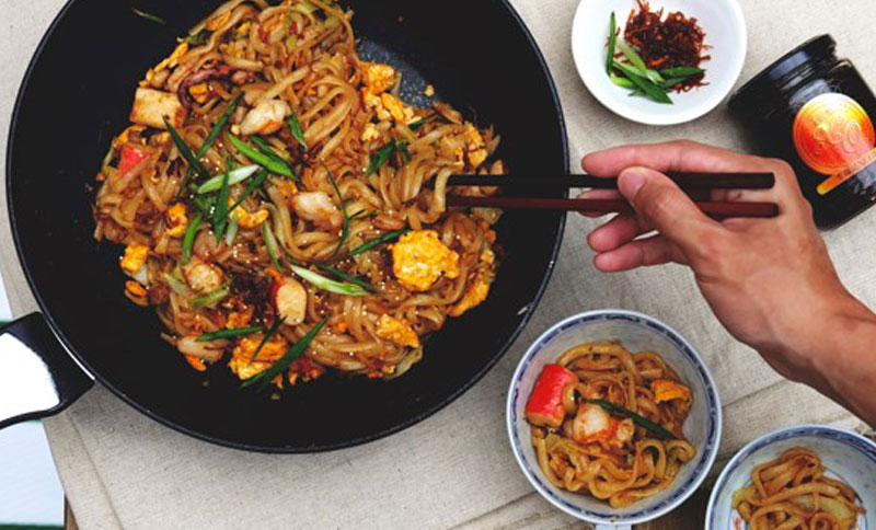 Recipe - Stir-fry Udon with Seafood and Lee Kum Kee XO Sauce [Serves 2]